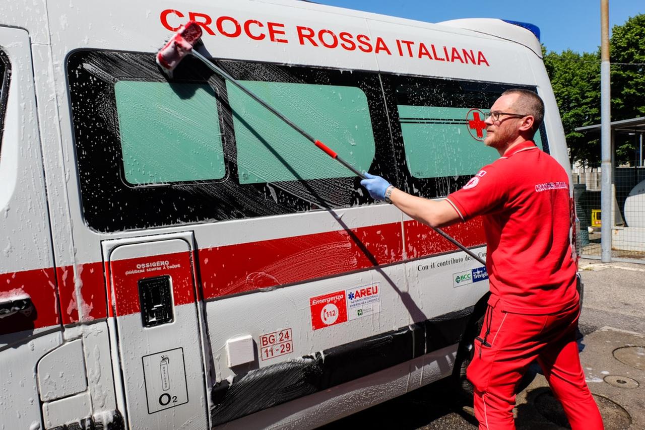 Antonio Spagnolo, Dietro le quinte della Croce Rossa